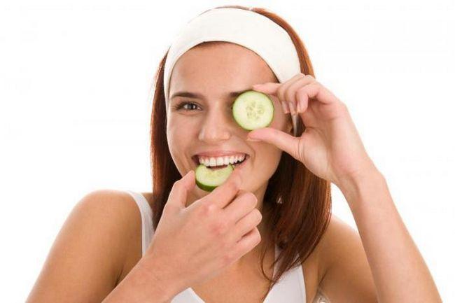 Фото - Альтернатива дорогим кремам: прості, але ефективні засоби від темних кіл під очима