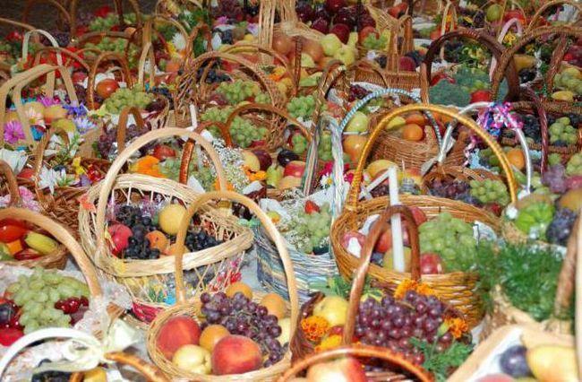 суспільство і релігія яблучний спас прикмети і традиції