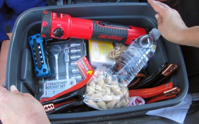 Фото - 10 Речей, які повинні бути у вас в машині