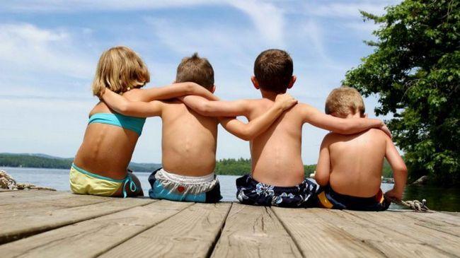 Фото - 11 Відмінностей справжніх і фальшивих друзів