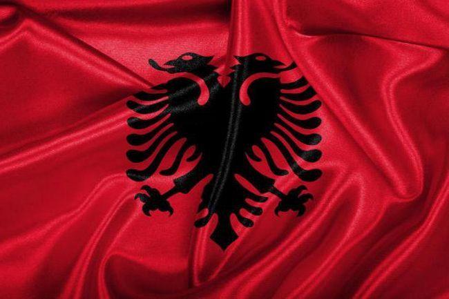 що зображено на прапорі Албанії