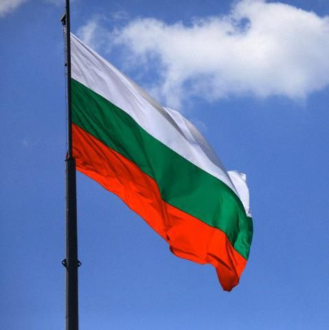 Фото - Болгарський прапор і герб