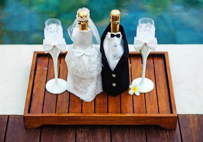 Фото - Пляшка на весілля, прикрашена своїми руками