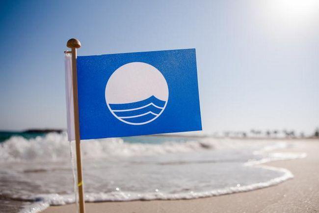 Фото - Що значить блакитний прапор на пляжі?