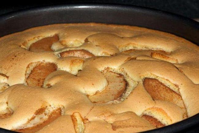 торт з яблуками в мультиварці