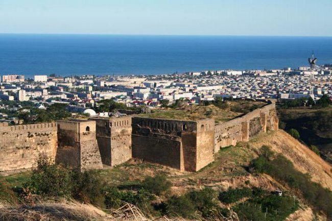 Фото - Дербентская стіна в Дербенті: опис з фото