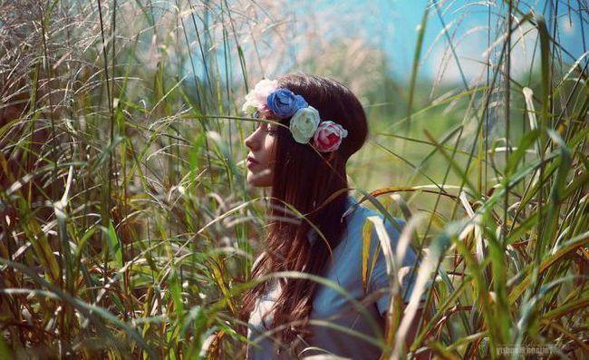 фотосесія дівчини в поле