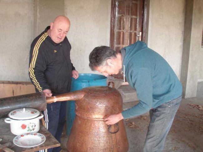 Фото - Грузинська чача. З чим п'ють і як готують національний напій?