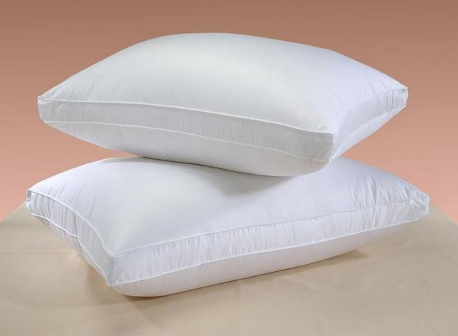 Фото - До чого сниться подушка, ліжко з подушками? До чого сняться пір'я з подушки?