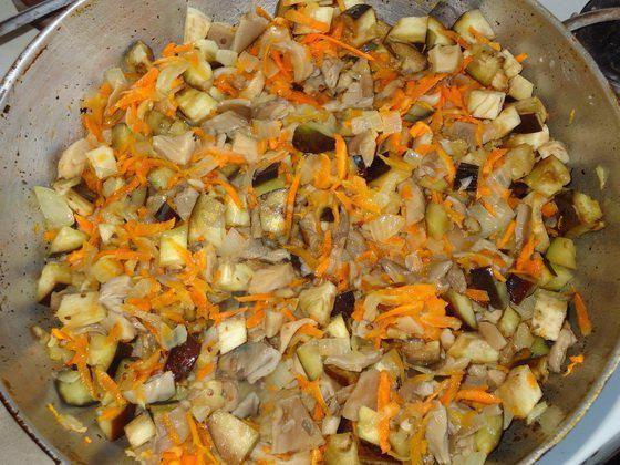 тушкована капуста з баклажанами рецепт