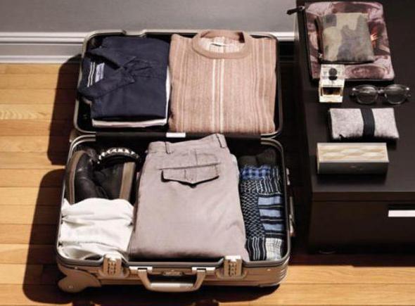 як економно скласти речі у валізу
