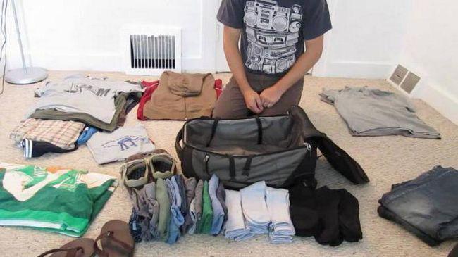 як акуратно скласти речі у валізу