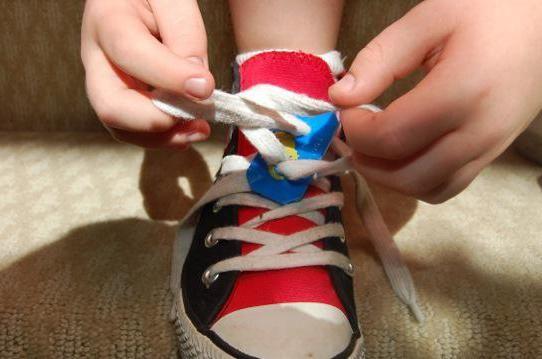 Фото - Як навчити дитину зав'язувати шнурки різними способами самостійно?
