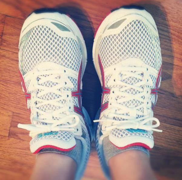 кросівки для тенісу