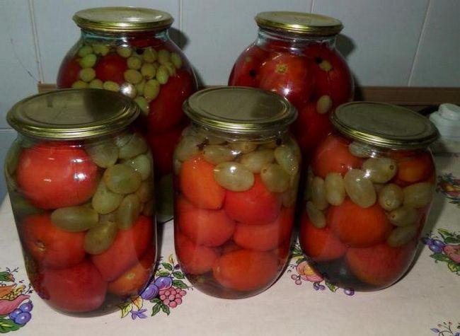 помідори з виноградом на зиму рецепти