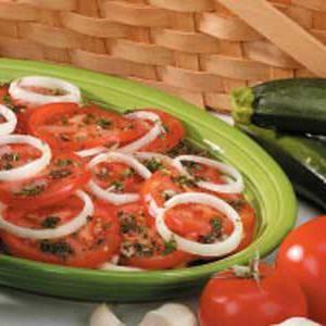 консервовані помідори з цибулею і маслом