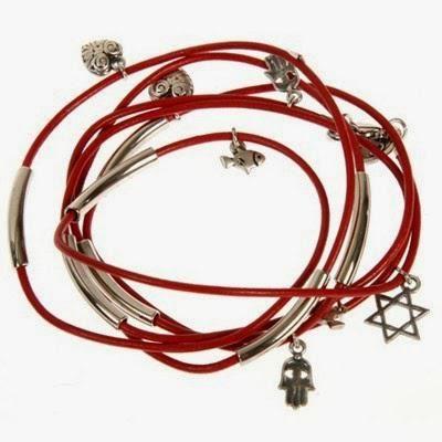 Фото - Червона нитка з Єрусалиму на зап'ясті