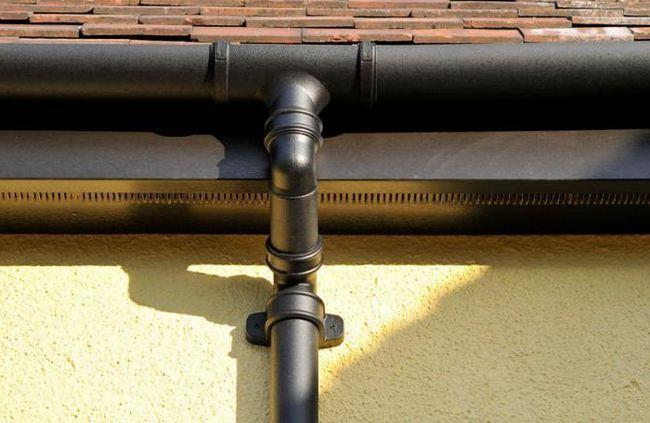 Фото - Кріплення водостоку. Розмітка. Встановлення. Профіль для водостоків