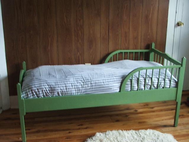 ліжко дитяча з бортиком від 2 років