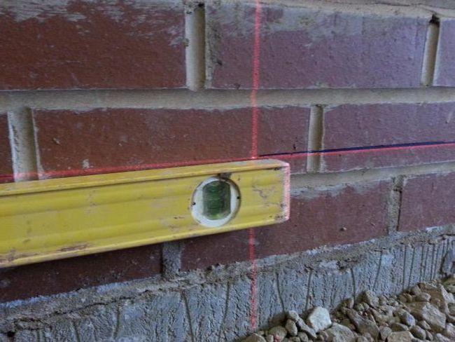 як встановити маячки для вирівнювання стін