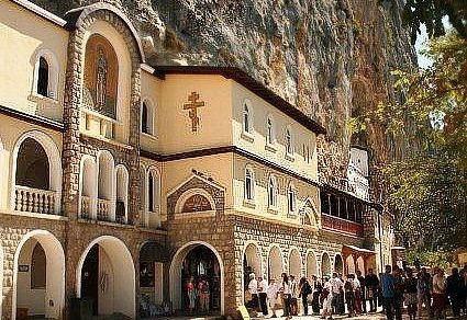 Фото - Монастир острог в чорногорії: як дістатися?