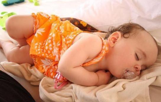 грудничок спить на животі комаровский
