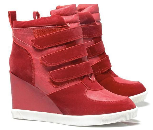 Фото - Взуття снікерси: особливості, дизайн, форма і переваги. З чим носити і кому варто вибирати снікерси?