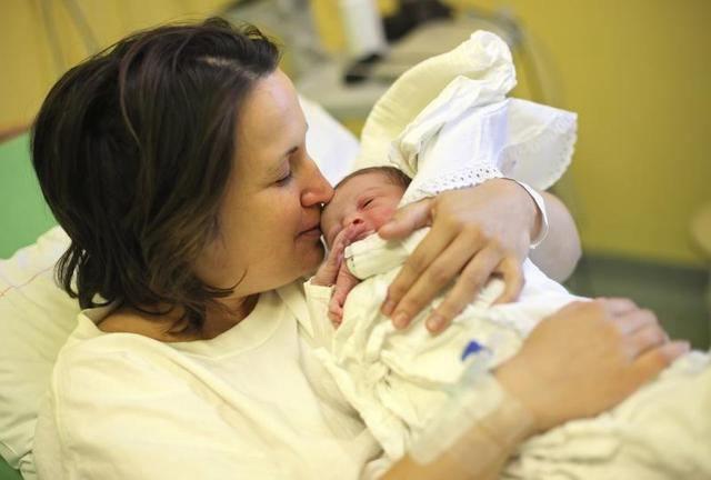 Фото - Перші дні життя дитини. Догляд за новонародженим