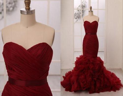 весільну сукню кольору марсала