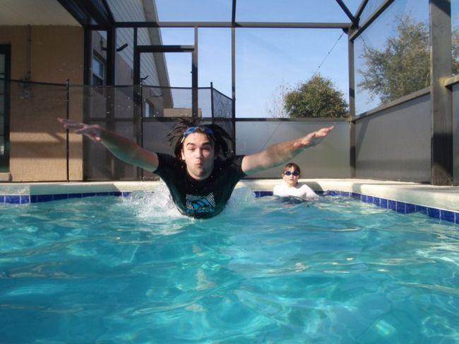 Фото - Чому очі червоніють в басейні?