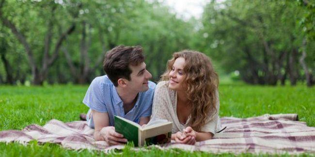 Фото - Чому краще будувати відносини з тими, хто любить читати?