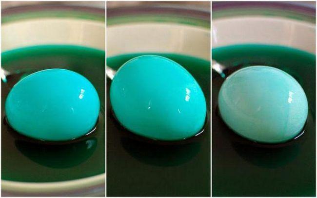 фарбування яєць лушпинням і зеленкою