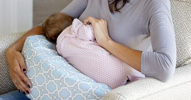 правильне прикладання при грудному вигодовуванні лежачи