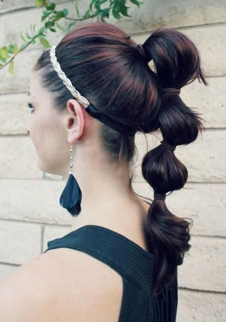 річна зачіска з резиночками