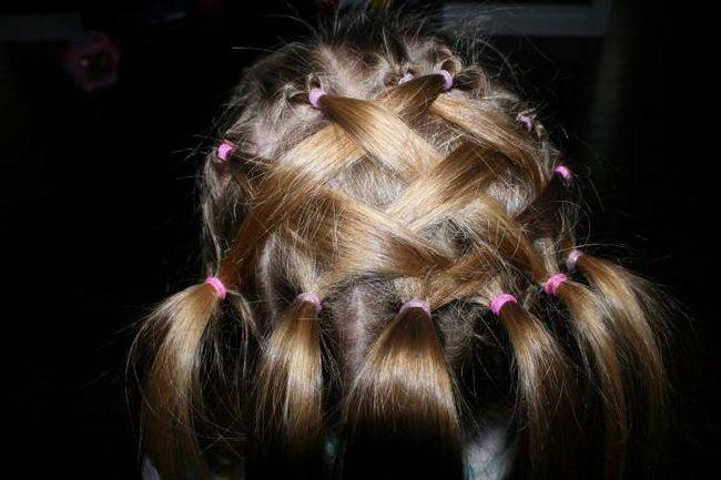 зачіска з резиночками
