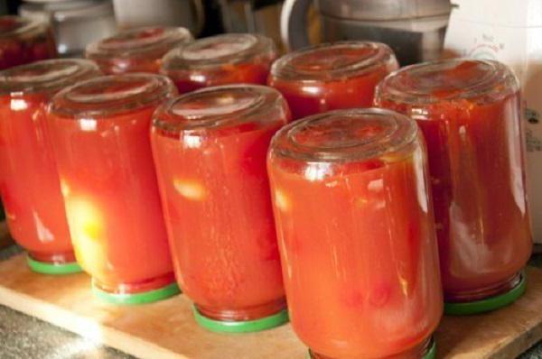 Фото - Простий рецепт томатів у власному соку без стерилізації