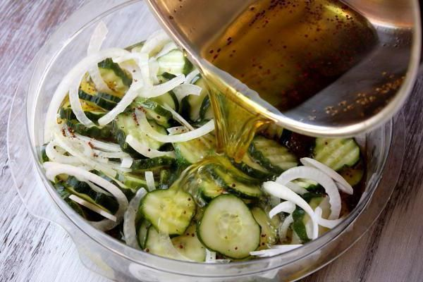 Салат з перестиглих огірків на зиму рецепти