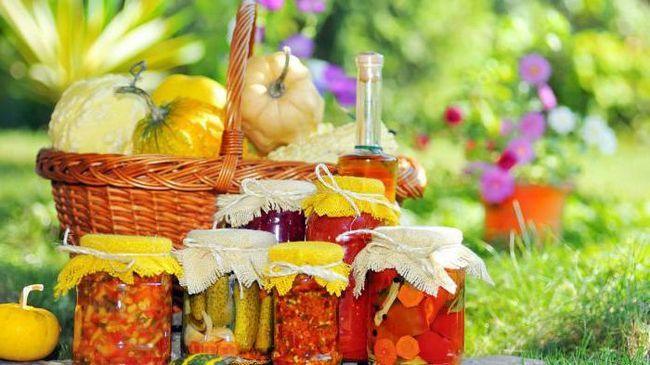 Фото - Салат на зиму з капустою та огірками: покроковий рецепт. Вітамінні салати на зиму: рецепти