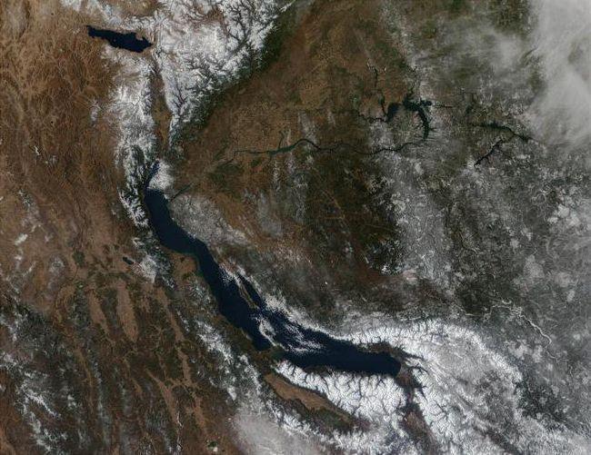 найбільше прісноводне озеро в світі це