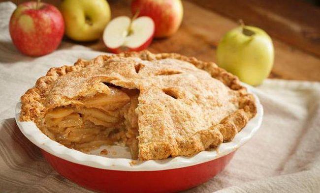 Фото - Шарлотка з яблуками з корицею: кілька рецептів пирога