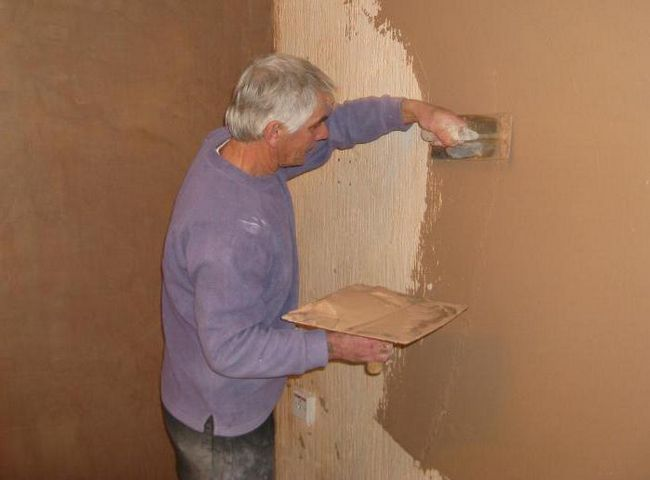 Фото - Шпаклівка стін під шпалери своїми руками: інструкція, технологія і опис