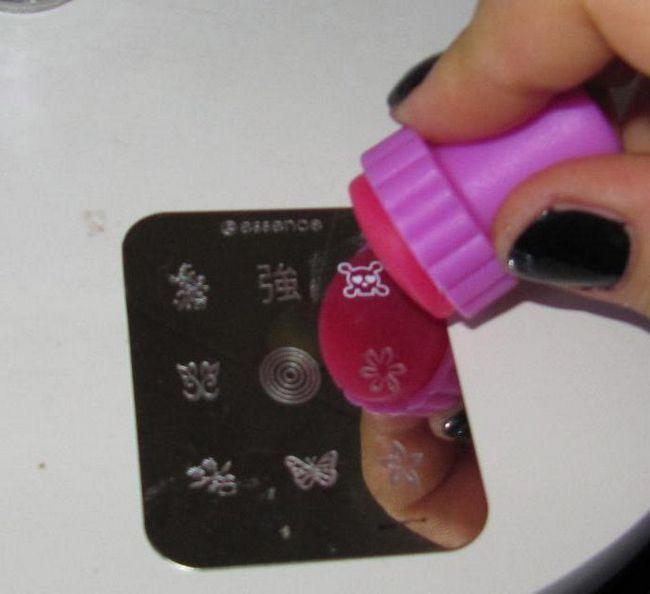Як правильно користуватися штампом для нігтів