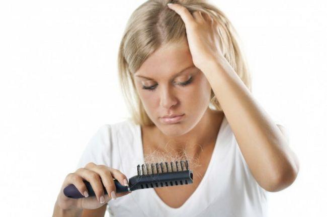 Фото - Скільки волосся ми втрачаємо щодня?