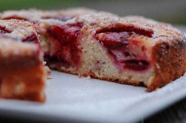 Фото - Сливовий пиріг з газети