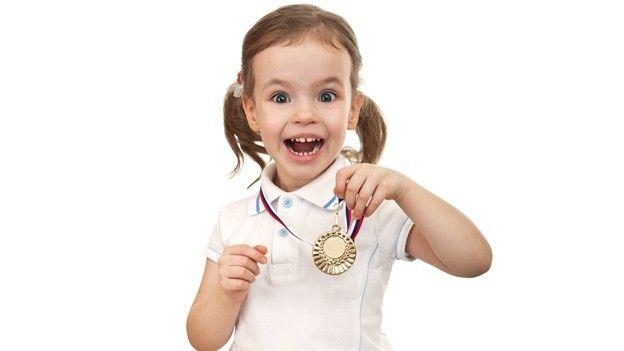 Фото - Поради молодим батькам. Чому варто запровадити медалі для випускника дитячого садка?