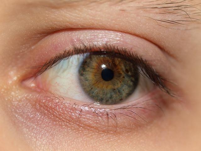 Фото - Сухість очей: причини і лікування народними засобами і краплями