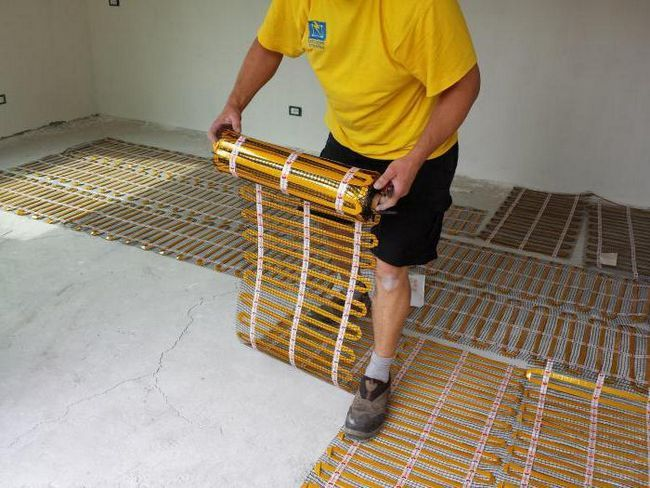 Фото - Тепла підлога під лінолеум. Відгуки про плівковому, інфрачервоному, електричному теплих підлогах під лінолеум. Монтаж своїми руками