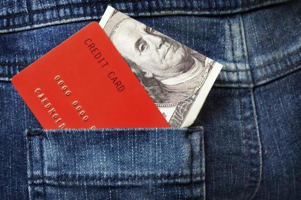 Фото - Валютна картка якого банку найкраще?
