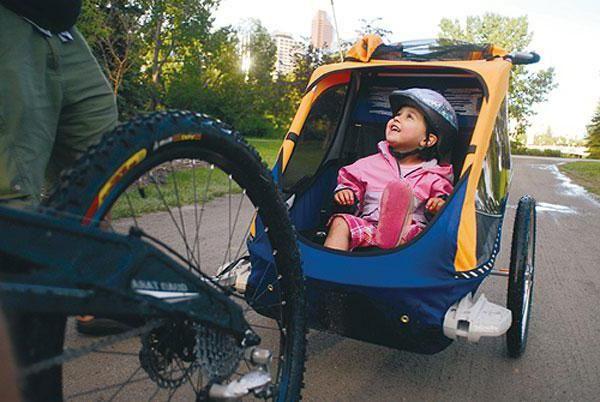 Фото - Велоприцеп для дитини - надійний помічник при поїздках з дітьми