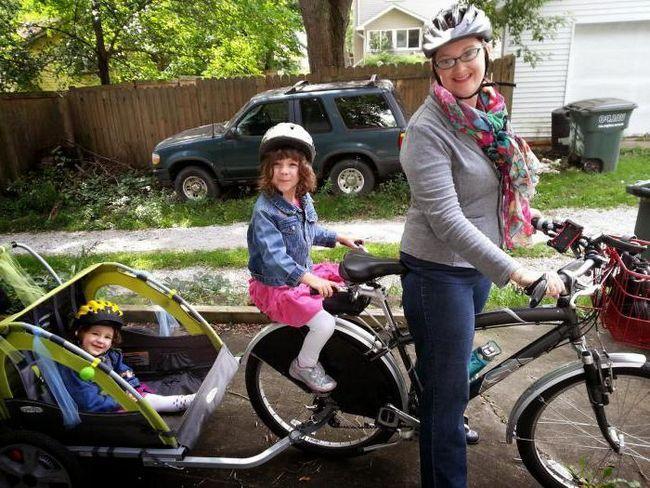 велоприцеп для перевезення дітей